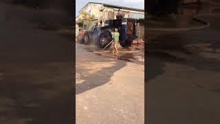 Cách họ rửa xe máy xúc lớn