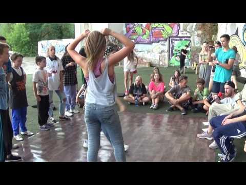 Уличные танцы: хип-хоп - танцевальный батл Kate vs Rina