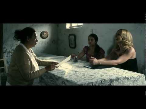 Evelyn seducida por la mafia en Latinoamérica - Fragmento película Evelyn de Isabel de Ocampo