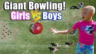 Twin GIRLS VS Twin BOYS! GIANT BALL BATTLE!