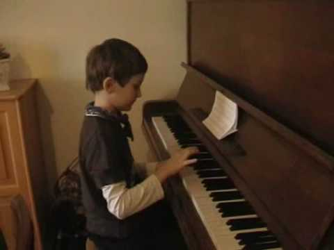 Alex Gra Na Pianinie.wmv