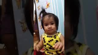 Baby sing itsy bitsy spider..