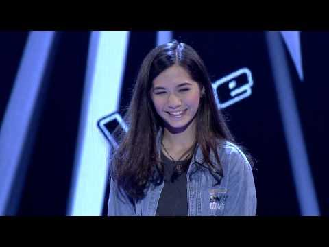 The Voice Thailand - วี วิโอเลต - Leaving On A Jet Plane - 29 Sep 2013