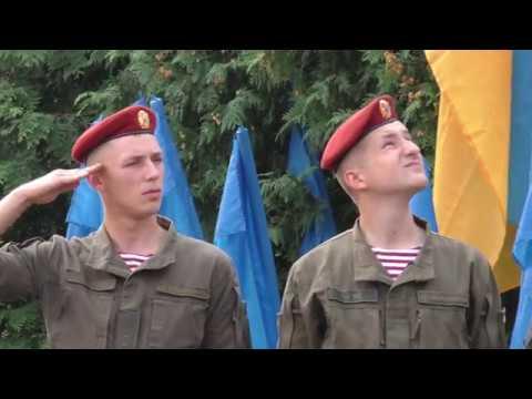 Автопробіг+флешмоб. Як у Калуші відзначили День Прапора на бульварі Незалежності