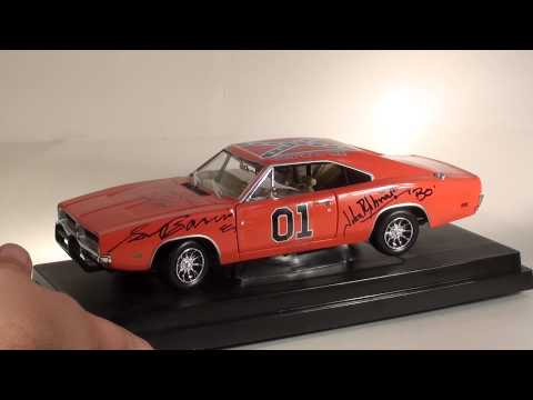 1/18 Dukes of Hazzard General Lee signed by cast
