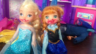 Anna and Elsa dress up!! Anya and elsya play dress up and play with makeup!