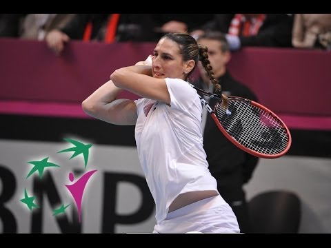 Highlights: Virginie Razzano (FRA) v Stefanie Voegele (SUI)