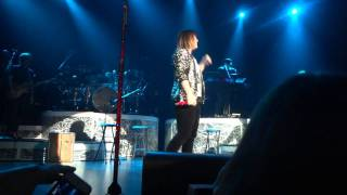 Watch Kelly Clarkson Open Arms video