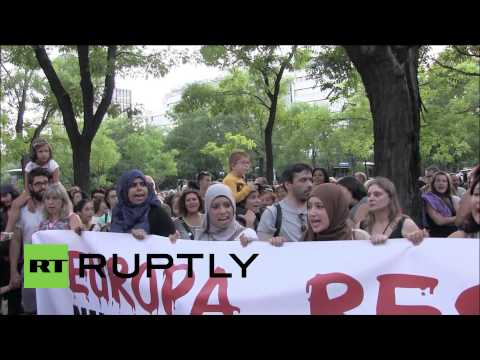 Spain: Pro-refugee activists protest outside EU office in Madrid
