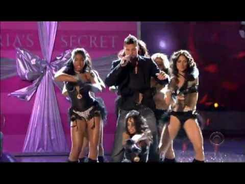 Ricky Martin - Drop It On Me