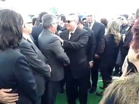 Manlio Fabio Beltrones llega al sepelio de su hermano Alcides Roberto en Ciudad obregón