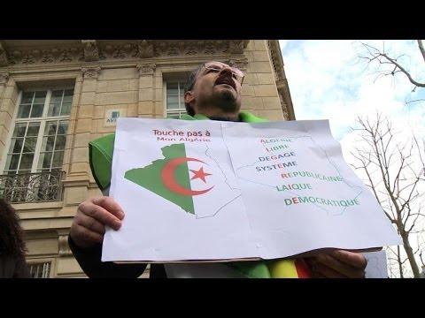 Manifestation anti-Bouteflika devant l'ambassade d'Algérie à Paris
