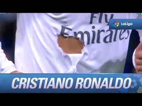 Agarrón de Mario Gaspar que le rompe la camiseta a Cristiano