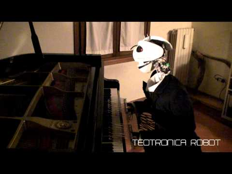 Robot playing Piano Mozart