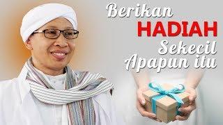 Berikan Hadiah Sekecil Apapun itu - Hikmah Buya Yahya | 2017