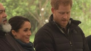 Prince Harry and Meghan Markle join in touching waiata in New Zealand | Newshub