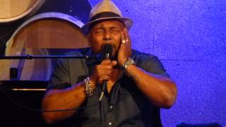 Watch Aaron Neville Mona Lisa video