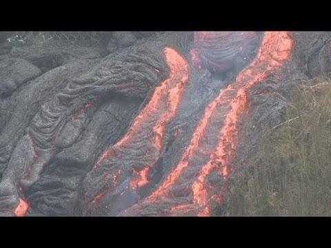 الحمم البركانية في جزر هاواي تواصل زحفها البطيء باتجاه المناطق الآهلة