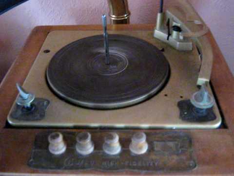 Classic Guild Grafonola 785 Tube Radio Phonograph.