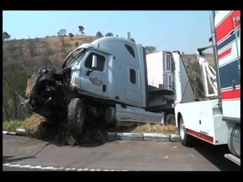 Aparatoso Accidente En La M�xico-puebla