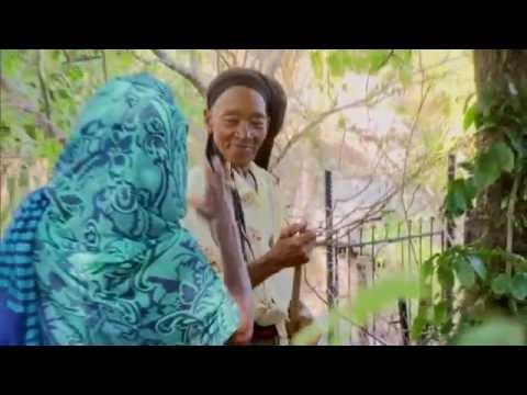 Glória Maria visita comunidade Rastafári na Jamaica e experimenta maconha