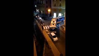 Via del Commercio a Genova Nervi. Auto blocca bus 17/