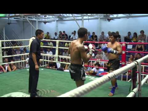 Jerry (Sinbi Muay Thai)  from Indonesia wins wit a flying elbow! Image 1