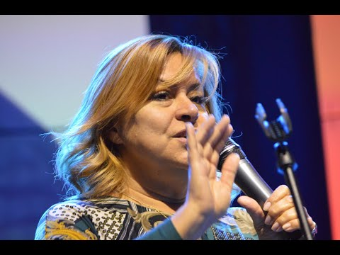 Szulák Andrea művésznő a Budapest Klezmer Band 2020. újévi koncertjének színpadán...!