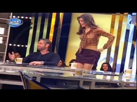 ماريا فرح(ملكة جمال لبنان 2011) تشلح ملابسها على الهوا thumbnail
