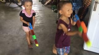Cuộc chiến giữa công chúa và hoàng tử - súng nước đồ chơi