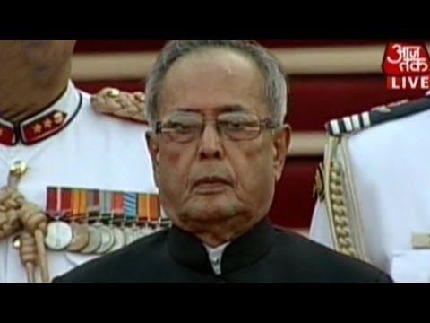 President Pranab Mukherjee arrives at Modi's ceremony