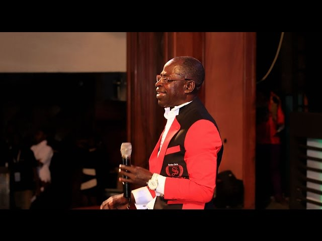 Amakye Dede sings for Paa Kwesi Nduom @ GN Bank Awards | GhanaMusic.com Video