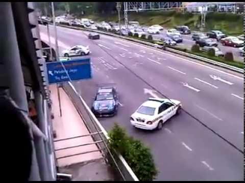 Drifter vs Polis Di Raja Malaysia (PDRM) (GilaVideo@Facebook)