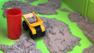 Кинетический песок и Машинки CAT - Playing Caterpillar cars and kinetic Sand