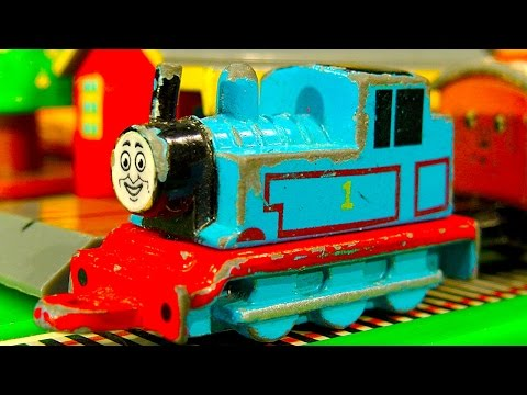 Thomas The Tank Collection 13 Mini Ertl Trains Thomas & Friends Gold video
