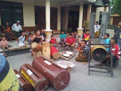 Musik Tradisional Madura Daul Dug Dug - Kuda Lumping video