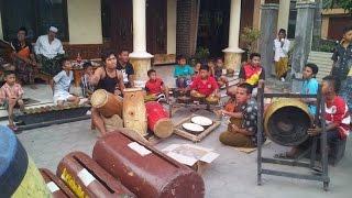 Download Lagu Musik Tradisional Madura Daul Dug dug - KUDA LUMPING Gratis STAFABAND