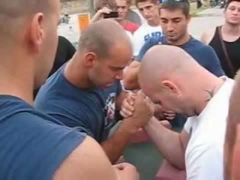 Obaranje Ruku Djurdjevo 2012 - Todic Milos Vs Xxx.avi video