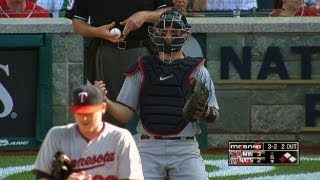 Joe Mauer makes amazing no-look catch off carom