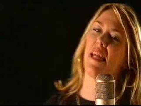 Cerys Matthews sings Kirsty McColl