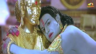 Sri Rama Rajyam - Sri Rama Rajyam movie scenes - Seeta trying to hide from Rama - Bala Krishna, Nayantara