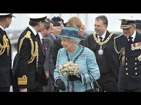 Queen christens Britan's biggest ever warship with whisky