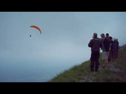 Paraglider Acro and Crash after Fullstall Wingover (Gleitschirm Kunstflug in Slowenien, Absturz) Video