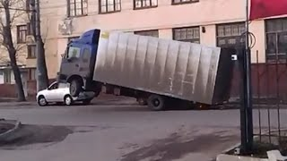 Download Truck Driver With Very Heavy Load -  Very Funny Video 3Gp Mp4
