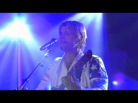 Nick Carter Dedicates Falling Down to Leslie Carter @ Irving Plaza 2/2/12[HD]