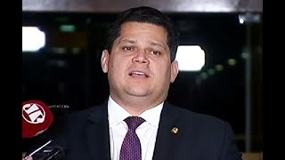 Alcolumbre: indicação de Eduardo Bolsonaro para embaixador é prerrogativa do presidente