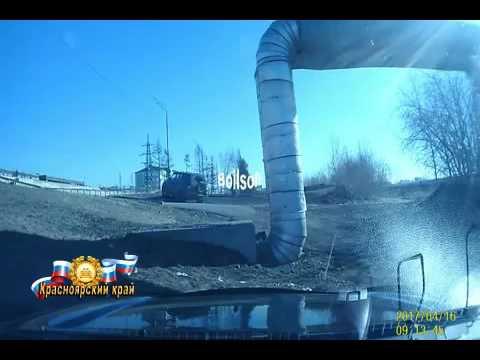 В Красноярске пьяный водитель УАЗа сбил камеру фиксации нарушений и избил операт