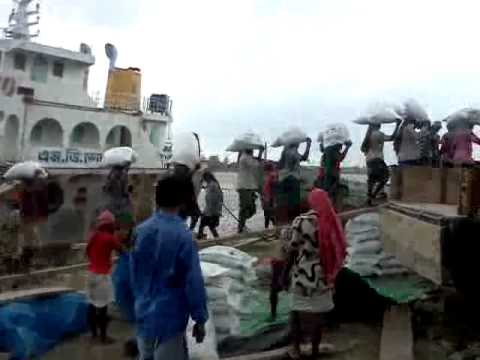 loading from barge in bangladeshi river.3gp