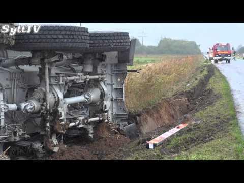 Kranwagen auf Sylt umgekippt