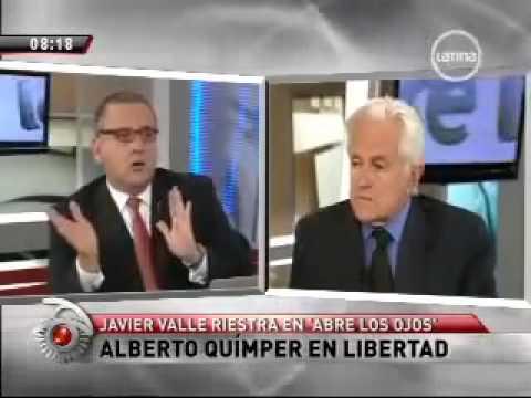 Javier Valle Riestra da clases de Derecho en